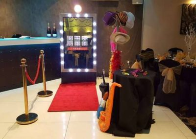 Mirror Booth with red carpet welovebooths